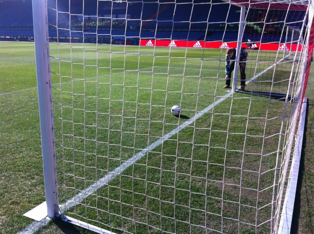 Stadion feyenoord De Kuip achterlijn belijningsbreedte voetbalvelden